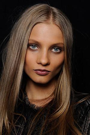 Макияж: светлые волосы, карие глаза