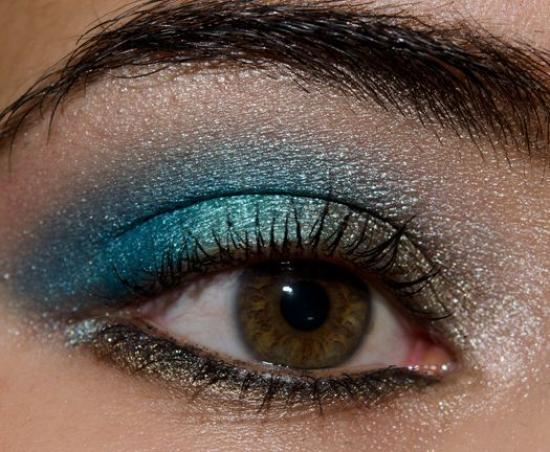 Создаем новогодний макияж для карих глаз и зеленых