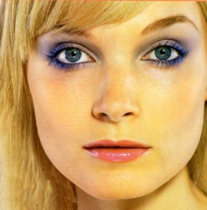 Макияж для блондинок с голубыми глазами.