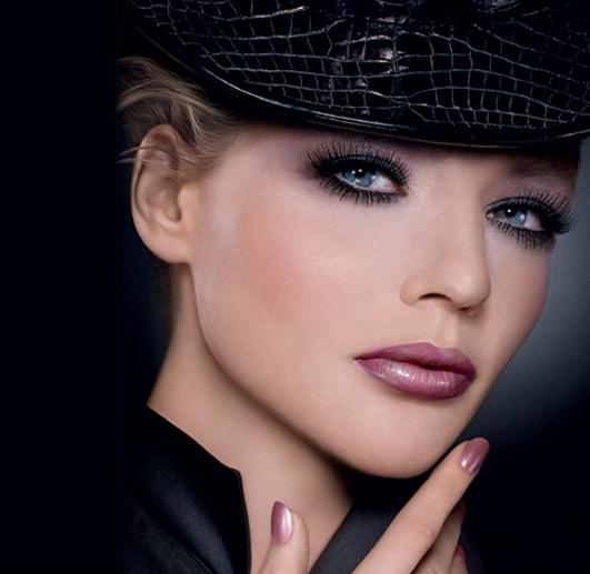 Загадочность дымчатых глаз в пурпурном обрамлении