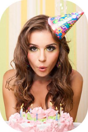Фото женщины с тортом