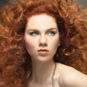 Макияж: голубые глаза, рыжие волосы
