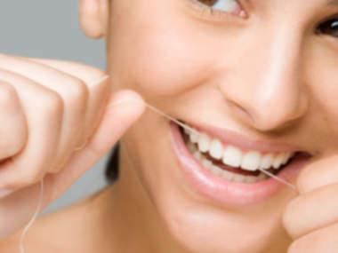 Зубная нить продлевает срок службы зубов