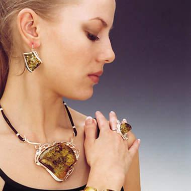 Кто из Звезд покупает янтарные украшения?