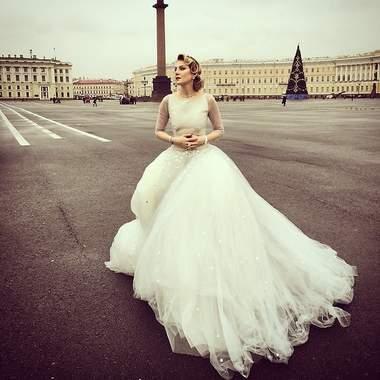 Белый наряд Ренаты Литвиновой взбудоражил жителей Санкт-Петербурга