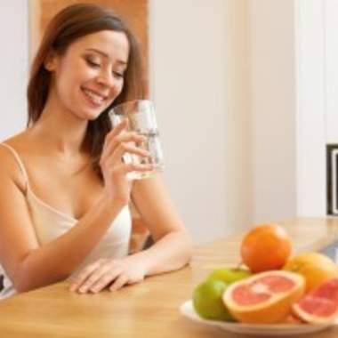 Зачем пить много воды при похудении?