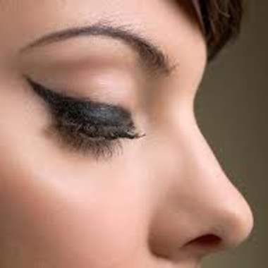 Как красить подводкой глаза