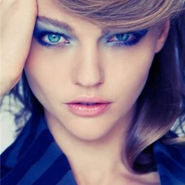 Макияж синими тенями. Фото