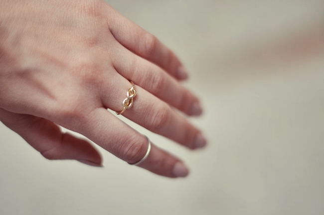 кольцо со знаком ж