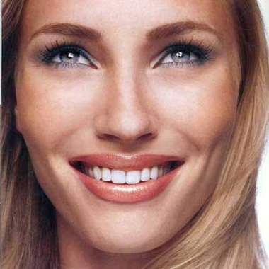 Макияж для зеленых глаз блондинки