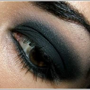Черный макияж для глаз
